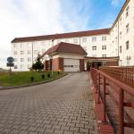 Budynek Szpitala im. Św. Jadwigi Śląskiej w Trzebnicy, podjazd dla karetek